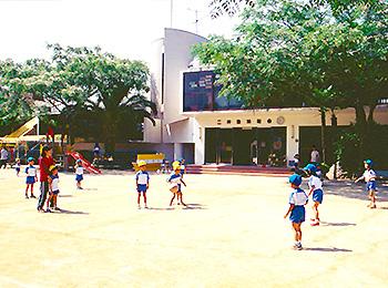 グラウンド|二神塾幼稚舎(ふたがみじゅくようちしゃ)|愛媛県 松山市 桑原 歴史ある緑に囲まれた幼稚舎|幼稚園 保育園 幼稚舎をお探しの方へ